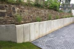 Beton-LSteine-Mauer